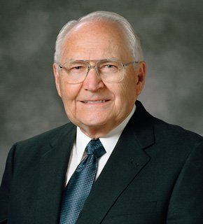 Image of Elder L. Tom Perry
