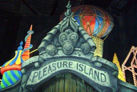 Disney-Pinocchio-Pleasure-Island