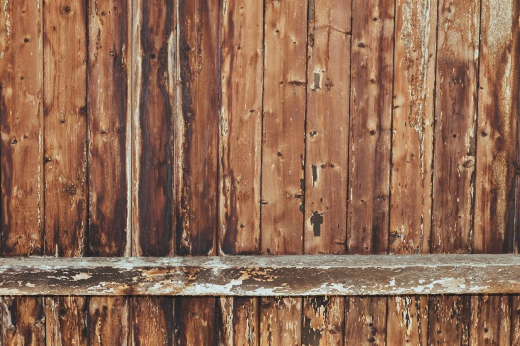 A close up photo of a wooden fence